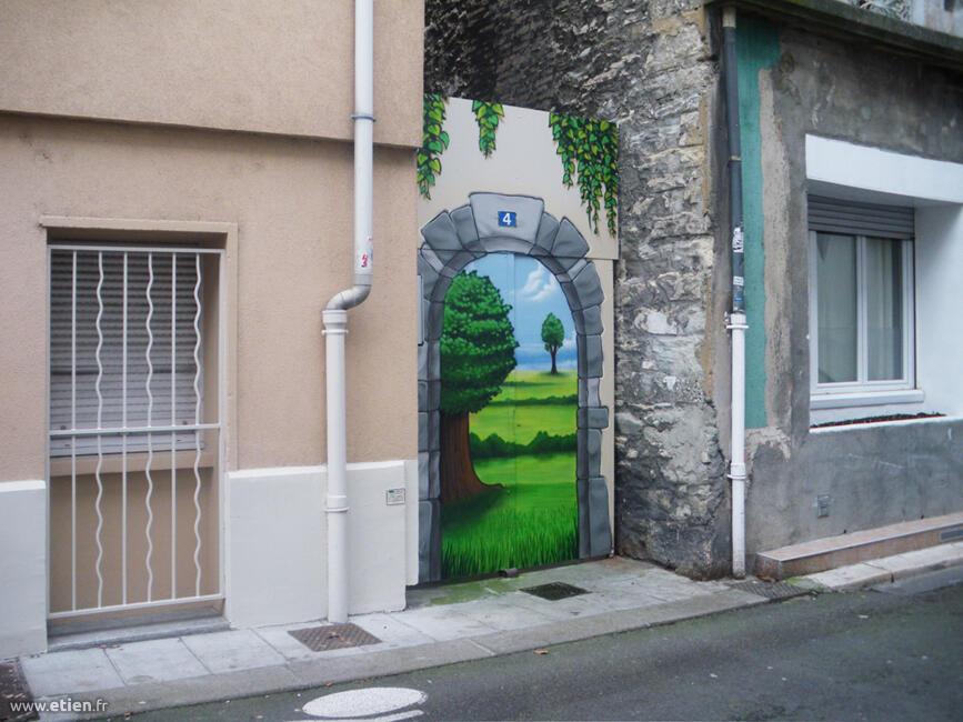 Décoration peinte d'une porte d'entrée de propriété<br/> Aérosol - 7m2 env.<br/> Grenoble (38) - 2014