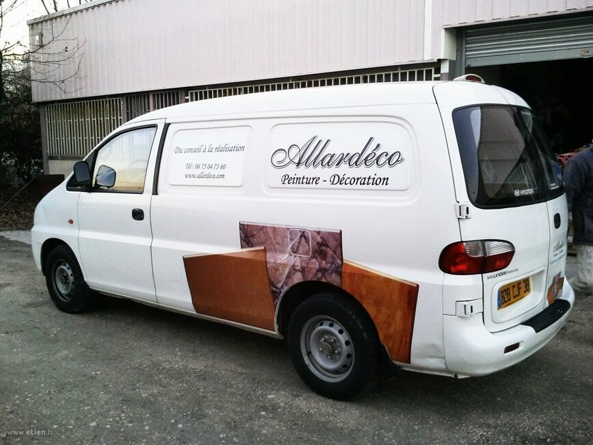 """Décoration de véhicule pro - <a href=""""http://allardeco.com/"""" target=""""_blank"""">Allardéco</a><br/> Impression sur adhésifs - PShop Cs5<br/> 2012"""