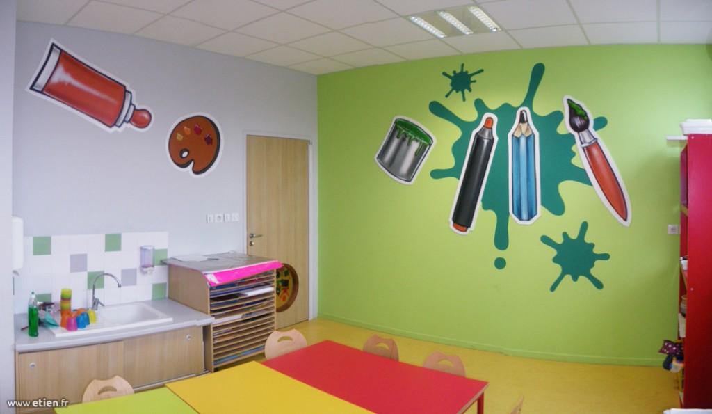 """Décoration de l'Espace Jeunes Picasso<br/> Aérosol et acrylique sur PVC - 40m2 env.<br/> Échirolles (38) - 2013 - <em><a href=""""http://etien.fr/espace-jeunes-picasso/"""" target=""""_blank"""">voir + de photos</a></em>"""