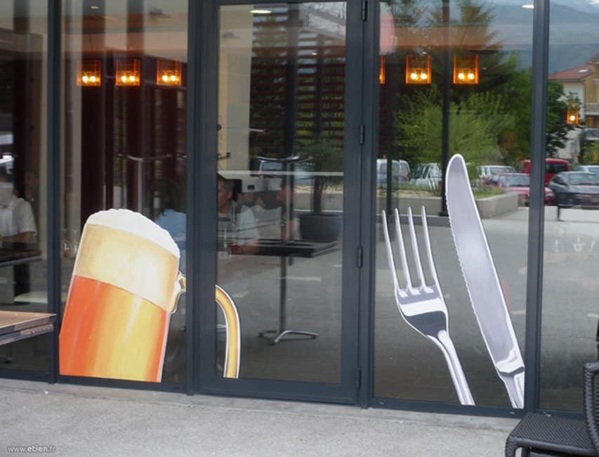 Portes vitrées de brasserie<br/> Acrylique sur verre<br/> Montbonnot (38) - 2009