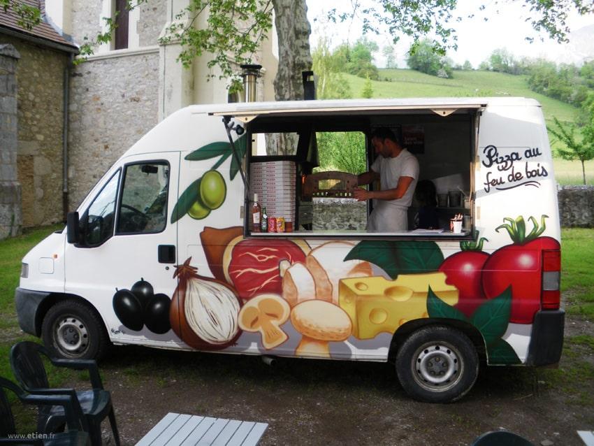 décoration peinte d'un camion pizza