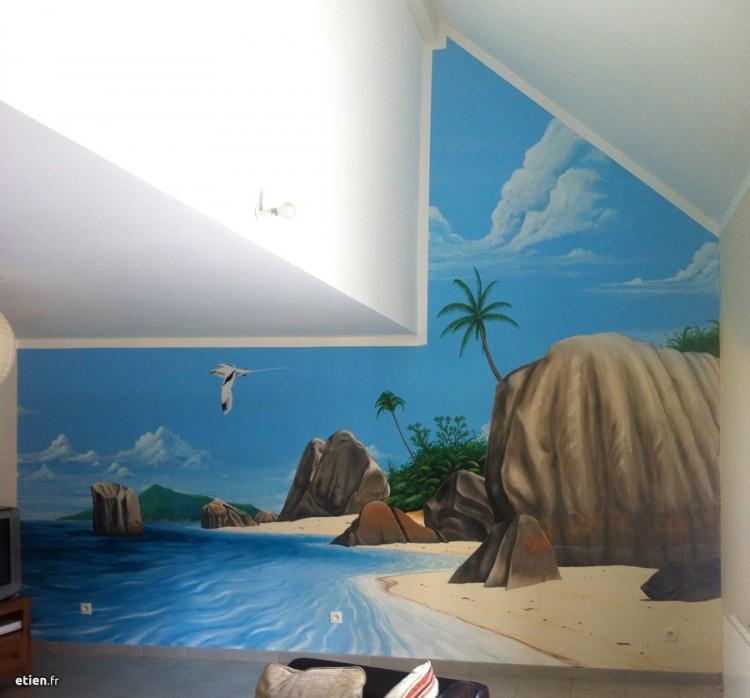 """Fresque en trompe l'œil chez un particulier <br/> Acrylique - 15m2 env.<br/> Grenoble (38) - 2014 - <em><a href=""""https://etien.fr/fresque-seychelles/"""" target=""""_blank"""">voir + de photos</a></em>"""