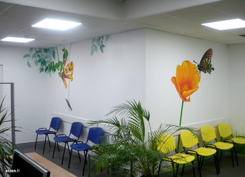 """Décoration de salles d'attente pour un cabinet de dentistes<br/> Acrylique velours - 7m2 env.<br/> Échirolles (38) - 2015 - <em><a href=""""https://etien.fr/fresques-pour-un-cabinet-de-dentistes/"""" target=""""_blank"""">voir + de photos</a></em>"""