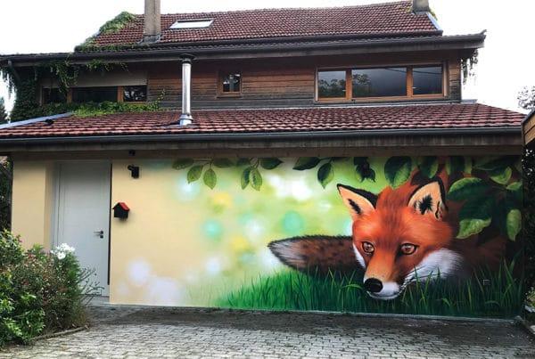 trompe l'œil représentant un renard sortant d'un bois